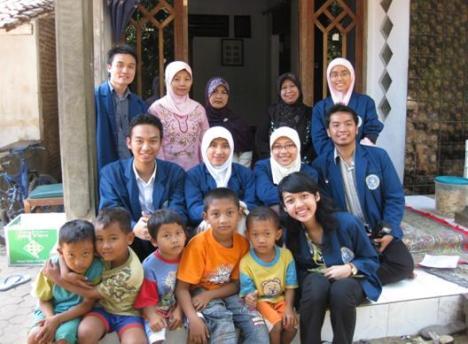 Dokter Muda bersama Kader Gizi dan bu Bidan tercintah