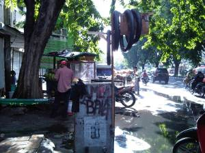booth-stand tambal ban. tertarik? :D